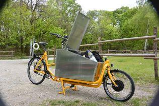 AluHarry mit Vorderradmotor und Messenger Kiste