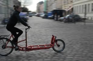 Unsere Zweiradmechanikerin bei einer Probefahrt