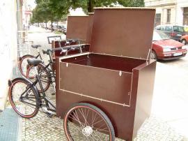 Berliner Lastenrad mit Holzkiste