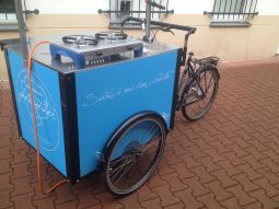 Kocher auf dem Transportrad