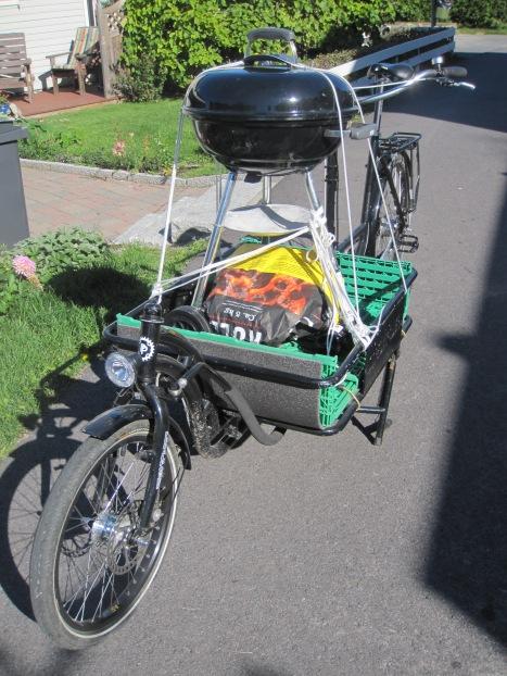 Grill und Grillgut auf dem Pedalpower CargoBike