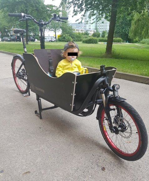 eHarry für den Kindertransport, Cargobike Pedalpower mit PIRUU Transportbox für ein Kind