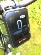 über das Brose-Display lassen sich die verschiedenen Fahrstufen einstellen, das Licht kann ein- oder abgeschaltet werden, die Batteriekapazität wird angezeigt und und und...