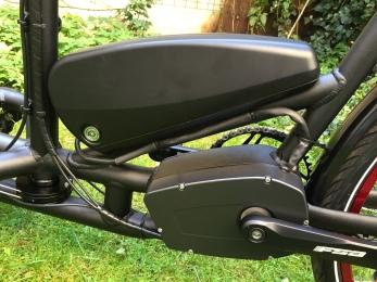 Starke Komponenten: Ein 15,5 Ah Akku des deutschen Batterieherstellers BMZ in Kombination mit dem Brose-Mittelmotor (made in Berlin) - ein Garant für Fahrspaß